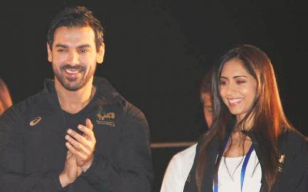 John-Abraham-smashing-the-house
