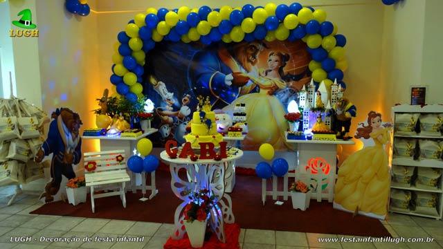 Decoração de aniversário festa A Bela e a Fera em mesa temática provençal