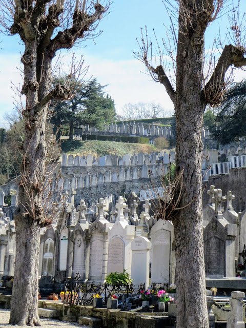 Lyon to Vienne day trip: cemetery