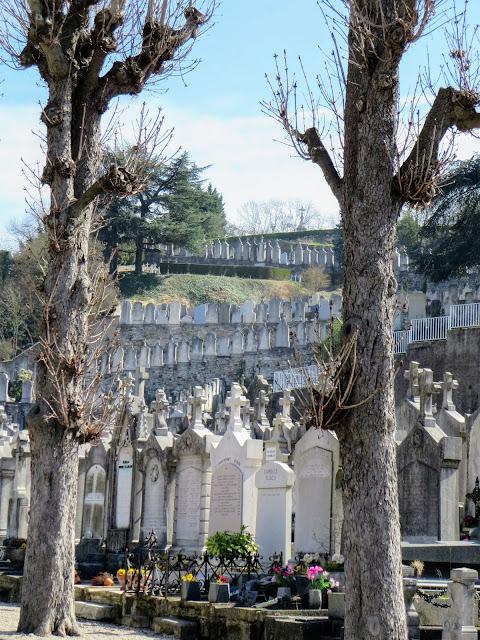 Lyon to Vienne day trip: cemetery