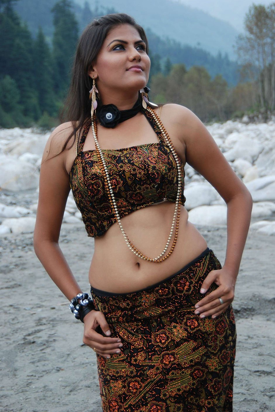 Tamil Actress Soundarya Hot Stills In Yarathu Movie -3425