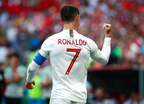BÌNH LUẬN: Có một World Cup kì lạ 3