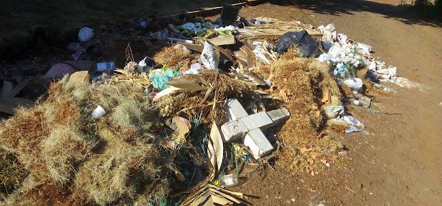 Borrazópolis:Moradores reclamam do lixo em frente ao Cemitério