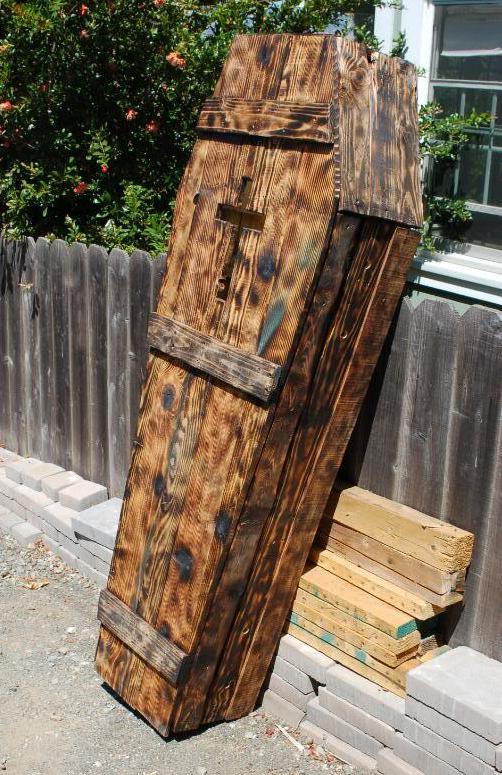 Build A Coffin From Pallets For Halloween
