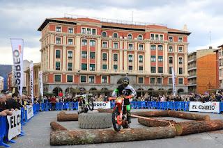 Exhibición de super enduro en Herriko Plaza