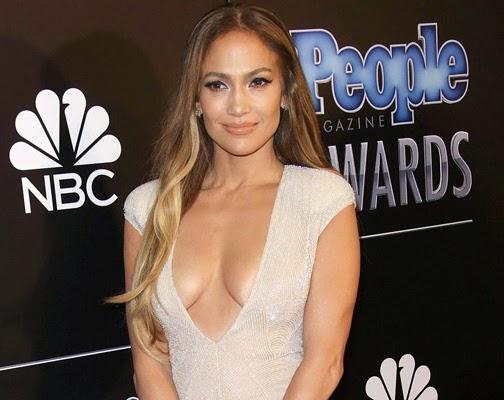 Jennifer Lopez Terus Menonjol Di Usia 45, Tak Hirau ...