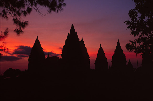 Candi Prambanan yaitu sebuah candi mahakarya kebudayaan Hindu dari Abad ke Candi Prambanan, Candi Hindunya Yogyakarta