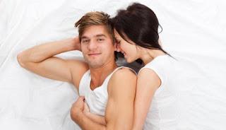 5 Gerakan dalam Bercinta untuk Memuaskan Pria