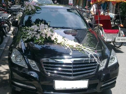 Đức Vinh cho thuê siêu xe Mercedes E300 phục vụ đám cưới VIP