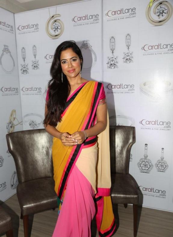 Sameera reddy saree hot stills at jewellery design launch