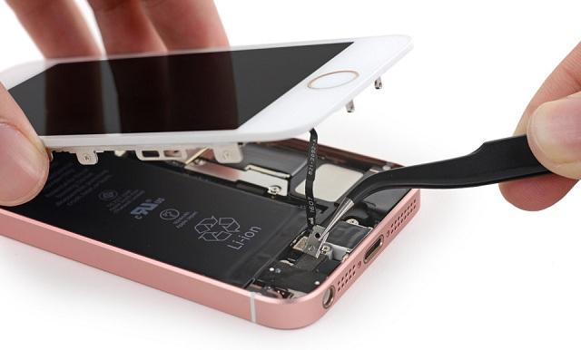 các bước thay thế màn hình cho iPhone SE