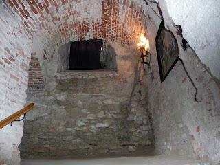Дубно. Замок. Вхід в середньовічну катівню