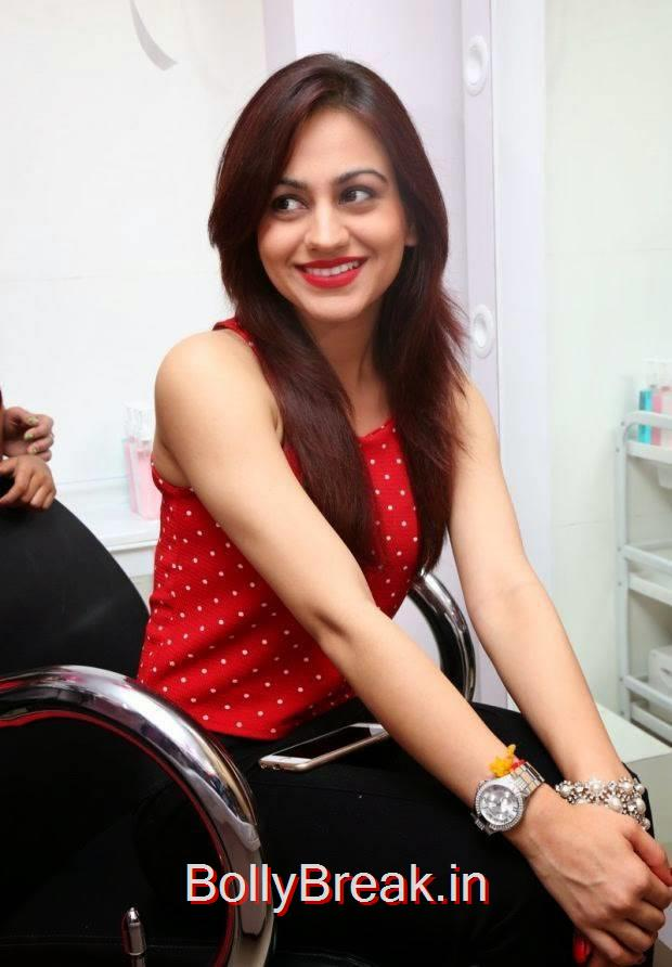 Aksha Pictures, Hot HD Images of Aksha from First Naturals W Salon Launch