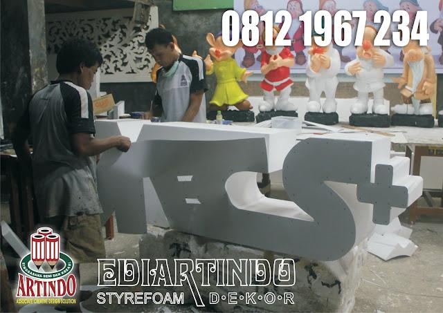 proses Pembuatan Logo Motif Balok Kayu styrofoam