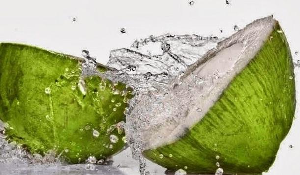 43 Manfaat Air Kelapa: Manfaat Bagi Kesehatan & Kecantikan Tubuh Anda