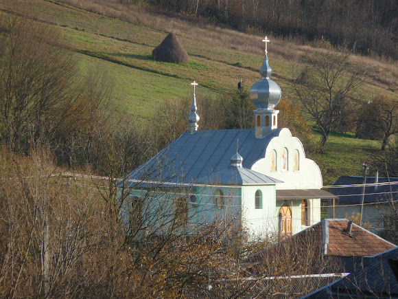 Гірські села Закарпаття. Яківське. Церква святих Петра і Павла. УПЦ