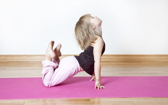 Sự kỳ diệu của yoga giúp kết quả học tập trẻ tốt hơn
