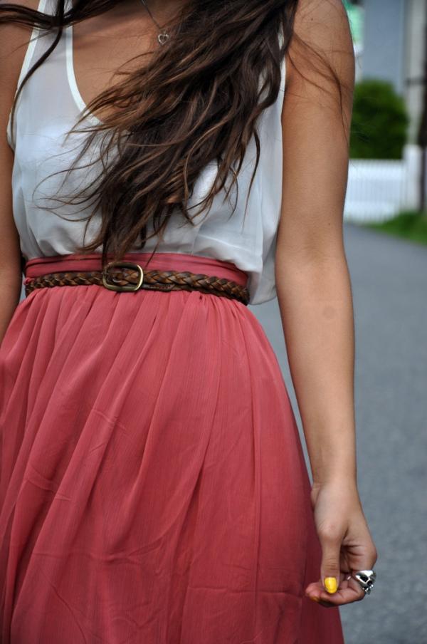 CHOOSE THIN BELTS - Fashion Tips For Short Girls