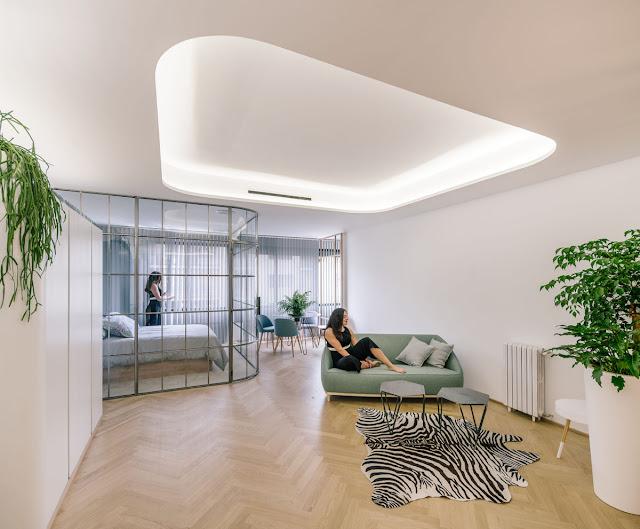 dormitorio con pared de cristal