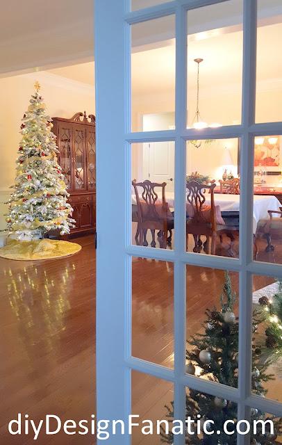 Christmas decorating, Christmas Foyer, Christmas Dining Room, Christmas tree, flocked tree, nativity, cottage, cottage style, farmhouse, farmhouse style, diydesignfanatic.com