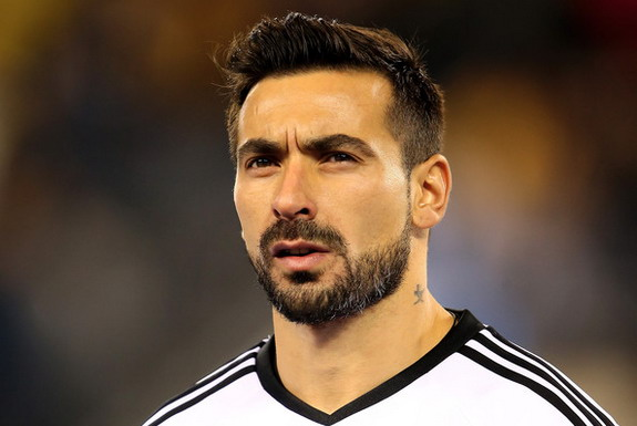 Ezequiel Lavezzi is mourning the loss of his uncle, who was murdered in Argentina