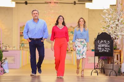 O jurado Fabrizio Fasano Jr., a apresentadora Carol Fiorentino e a jurada Beca Milano. Crédito: Artur Igrecias/SBT