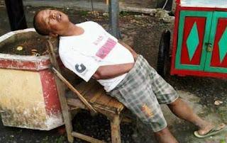 http://www.asalasah.com/2016/02/31-pose-tidur-lucu-yang-bikin-tertawa.html