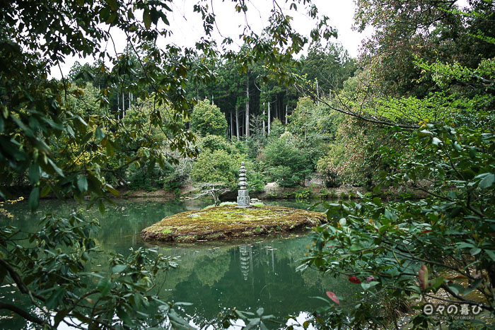 étang avec îlot et lanterne de pierre, jardin du Ryoan-ji, Kinkaku-ji, Kyoto