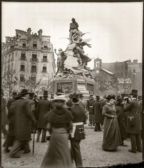 La statue de Victor Hugo (1902) Paris 16e