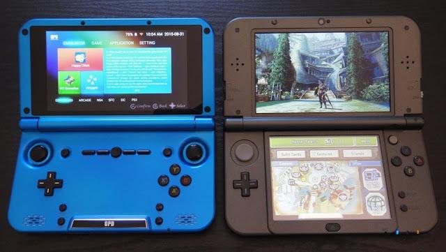 Comparação lado a lado entre o GPD XD (esquerda) e o Nintendo New 3DS (direita).