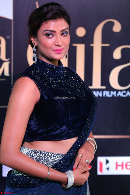 Ishita Vyas in Velvet Sleeveless Choli Designer Saree at IIFA Utsavam Awards 2017  Day 2  HD Exclusive 02.JPG