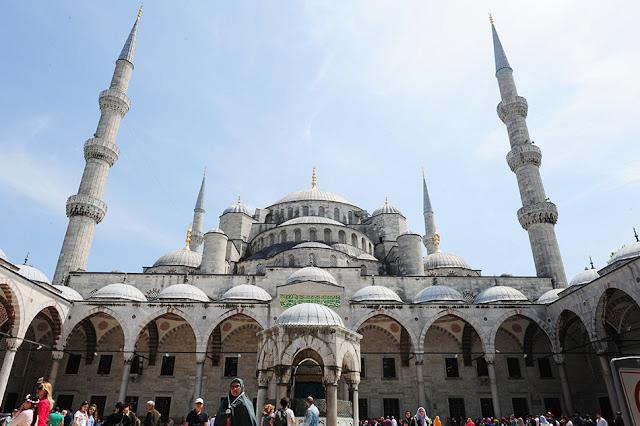 Prestop v Istanbulu in ogled mesta: Modra mošeja, Hagia Sofija, cisterna, grand bazar