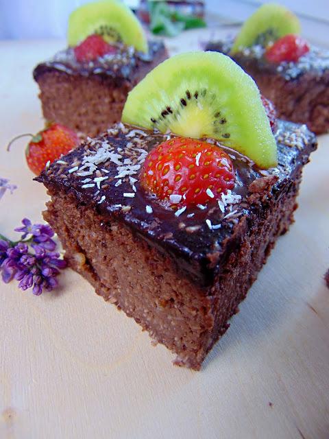 Kokosowe brownie z owocami