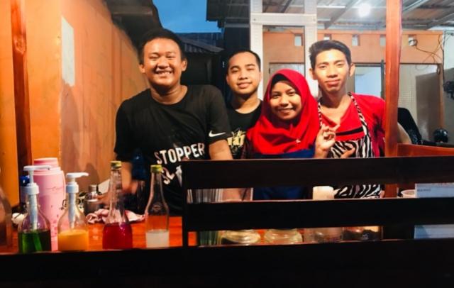 Mahasiswa Hukum Unsa Makassar ini Buka Usaha Kedai Minuman