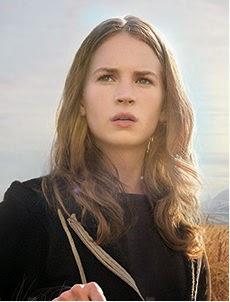 Britt Robertson dans À la poursuite de demain ressemble à Jennifer Lawrence