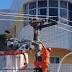 Bombeiros resgatam homem que ameaçava se jogar de poste em Sobral
