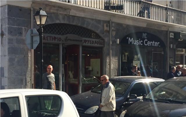 Τρίπολη: Ένοπλη ληστεία σε χρυσοχοείο - Τραυματίας ο ιδιοκτήτης - Οι δράστες έκαψαν το όχημα και διέφυγαν με άλλο