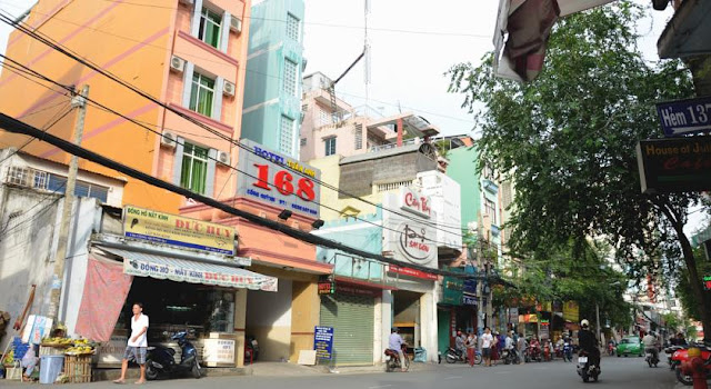 where to stay in pham ngu lao