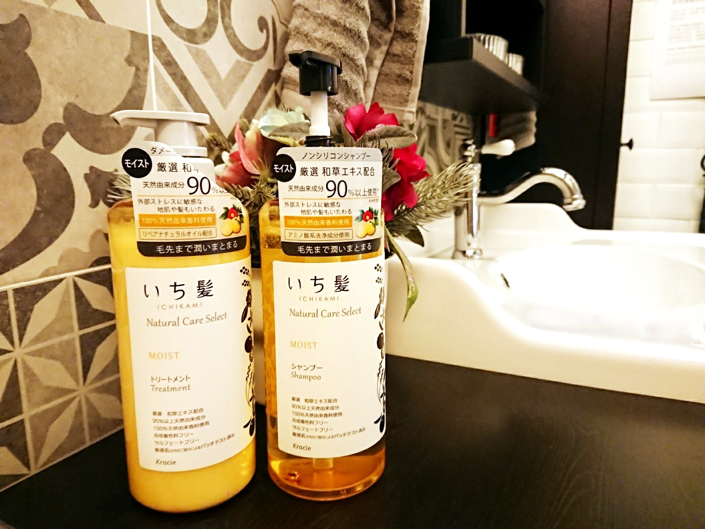 9b1a291eb5bbfc Moist Shampoo ( HK$129/ 480ml ) Moist Treatment ( HK$129/ 480g )