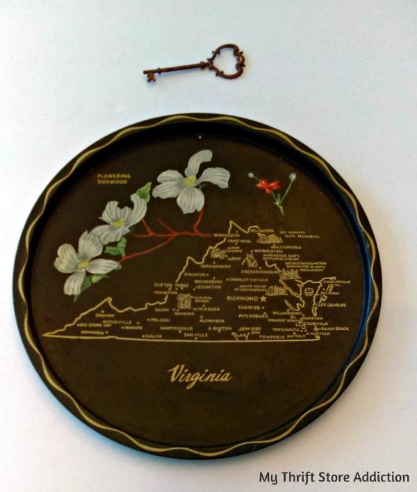 Vintage souvenir state trays
