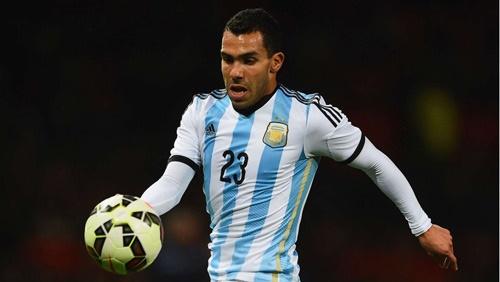 : Higuain là người đưa bóng vào cạnh lưới dù đã ở vào thế dứt điểm thuận lợi