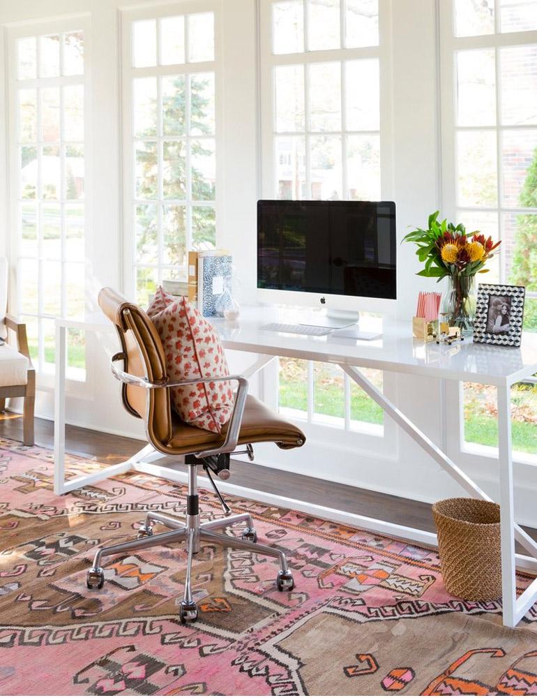 espacio-trabajo-mirador-escritorio-ligero-alfombra