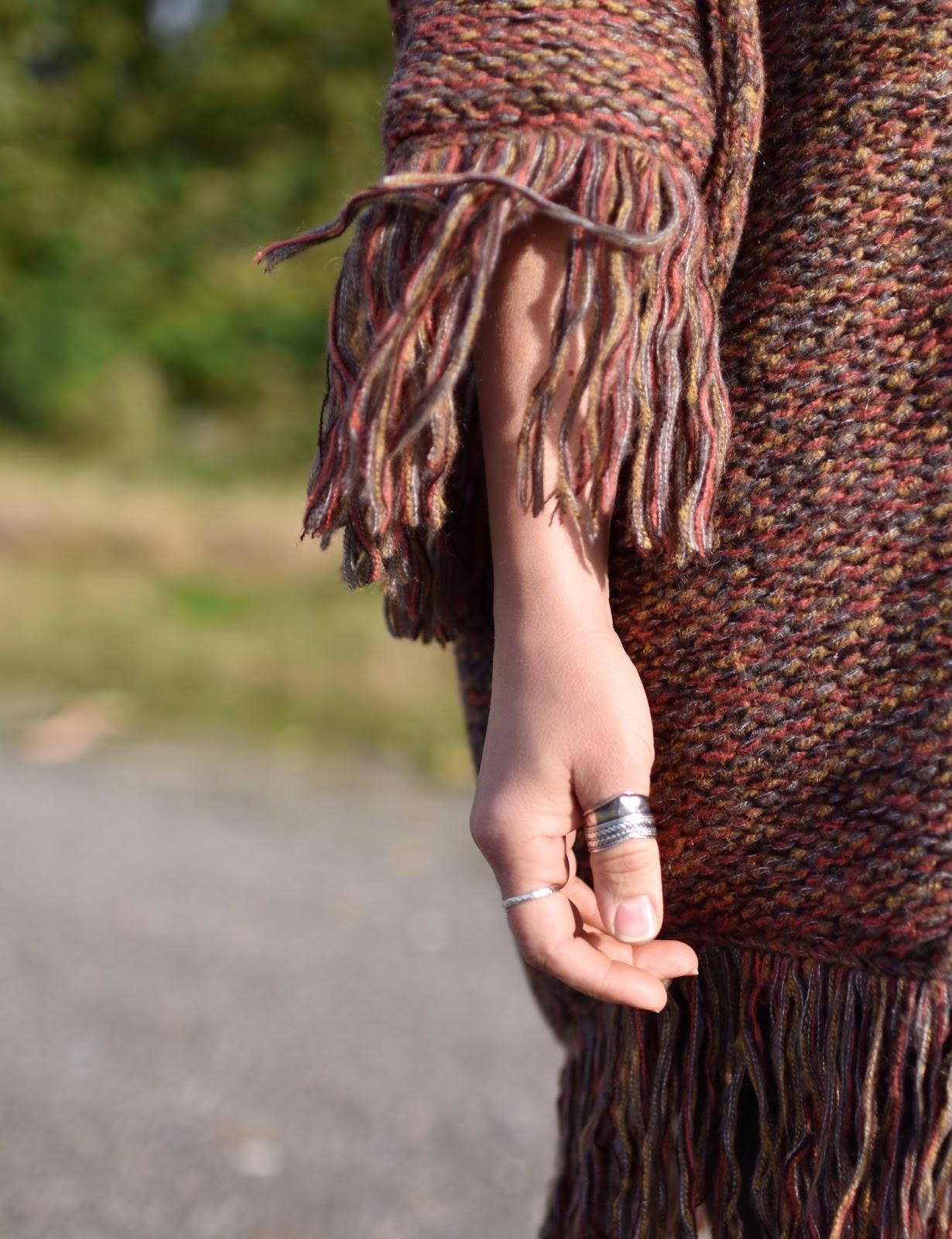 Outfit inspiration c/o Monika Faulkner - fringy poncho-sweater