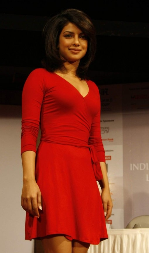 Back To Black Beautiful Indian Actress Priyanka Chopra -9969