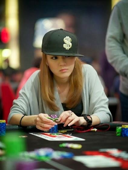 Galeri: Mengintip Cewek Asia Cantik Main Poker - Info Bos