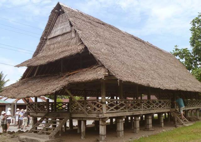 Gambar Rumah adat Maluku Klasik