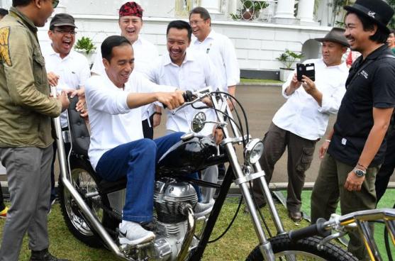 Ini alasan kenapa presiden indonessia jokowi membeli Motor Chopper emas karya anak bangsa