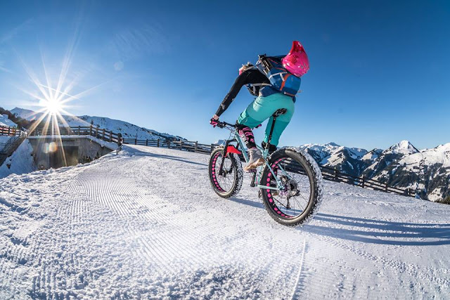 Pinker Downhill Helm
