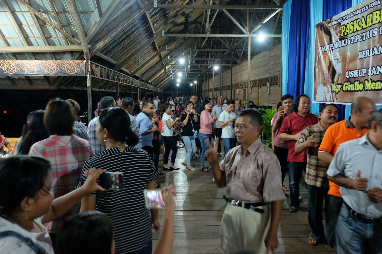 Kegiatan paskah bersama yang diikuti ratusan umat katolik yang berlangsung di Betang Youth Center Sekadau, Jumat (6/4/2018).