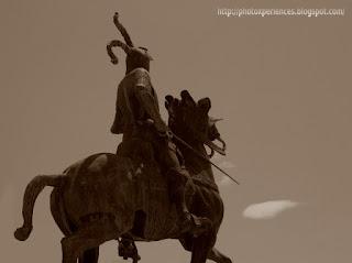 Estatua de Francisco Pizarro en la Plaza Mayor de Trujillo, Cáceres, Extremadura, España.